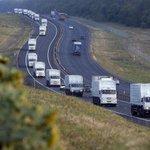 Помощь идет! Российский #ГуманитарныйКонвой из 280 грузовиков без санкции Киева прорвался на территорию Украины. http://t.co/HmFW2vUXoD