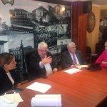.@isaoye junto a Fernando Cordero, Ledy Zúñiga y alcalde de Cuenca en reunión sobre obras complementarias CRS Turi http://t.co/gB4SxJT4G6