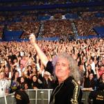 RT @DrBrianMay: Here we go ! Thanks, good people of Perth !! Selfie Stick Surprise number 1. Bri http://t.co/XaH2UruDYQ