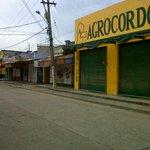 Cerrado el comercio en la zona aledaña al Mercado Central, todo por cuenta del alcalde de Montería. http://t.co/ut5plpPd6D