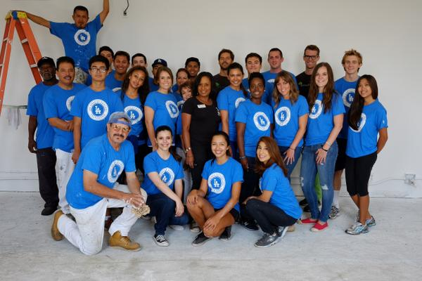 The @Dodgers Foundation came out in force w/ @HabitatLA & @ecovations to paint our learning center in #Dodgers Colors http://t.co/AWuIUyheoe