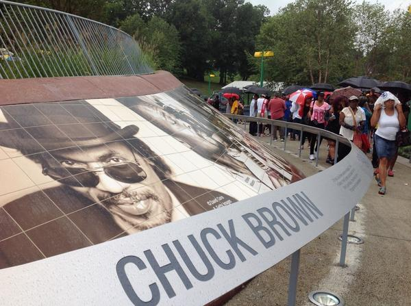 Happy Bday Chuck!!!!  Thank you DC for coming out to celebrate & honor the Godfather of Go-Go @mayorvincegray @DCDGS http://t.co/CuqhvheKpH