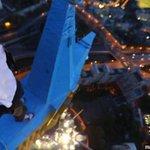 RT @myrevolutionrus: Слабоумие и отвага руфера, раскрасившего звезду на высотке на Котельнической набережной. http://t.co/CGo4WIdchW http://t.co/HQPeB6kjiU