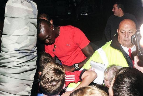 BvrCtMBIIAA3ddo Mario Balotelli set to complete Liverpool medical at Melwood today [James Pearce, Echo]