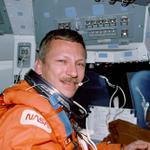 "US, NASA & Illini lost a great hero. Former @NASA astronaut Steven Nagel, veteran of 4 shuttle flights, dies at 67 http://t.co/KfVCu8r2Ee"""