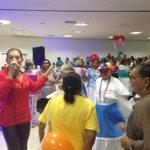@NatalyLaVoz en cierre de elección y coronación del reinado adulto mayor @MeridianoWeb las abuelas bailan porro! http://t.co/O56IMRiZid
