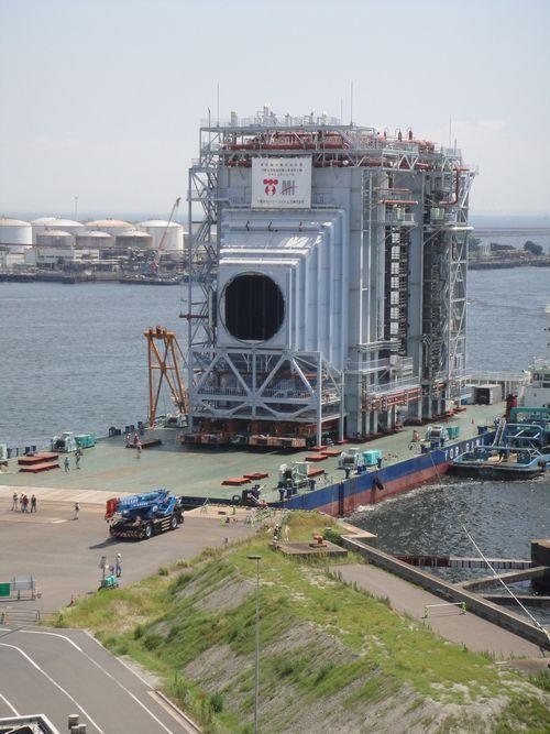 【世界最大級のボイラが到着!①海上輸送】ものすごい迫力です!ここ、川崎火力発電所に、世界最大級のボイラが長崎県の工場から海上輸送されました。その様子をご紹介します。   http://t.co/TYDM0Z2DER http://t.co/JHsXCe8sCd