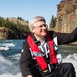 Whats Stephen Harper looking at? 6 things to remember about his #Arctic PR pics: http://t.co/hg8aWEABw9 #cdnpoli http://t.co/6EyLWjsWIE