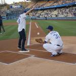 Dropping that first pitch right in like Public Enemy No. 1A: @jessetyler #ModernFamily http://t.co/nr28X6D7Jb