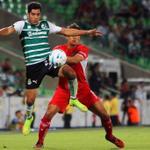 ,@Chuletita_Of disputando el esférico con el ex santista Aarón Galindo. #GuerreroNoCualquiera http://t.co/wJYxiVAdZN