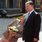 RT @Russky_narod: На встрече Меркель и Порошенко Меркель упала в обморок http://t.co/tx9Nh6kHgh