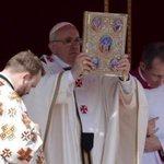 Und hier der Papst beim Selfie machen mim goldenen iPad http://t.co/KRn4HGEZJ2