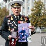 RT @lady_Katz: Ветеран Великой Отечественной, воевавший с фашистами, получил орден за внука, который встал на сторону фашни. https://t.co/FfCVfl0paO