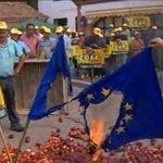 RT @RT_russian: Испанские фермеры жгут флаги ЕС в знак протеста против санкций http://t.co/r78qpdpYXl http://t.co/mwLHNfISYs