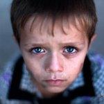 كبر أطفالنا قبل أوانهم... عيونهم تحكي كل الحكاية #غزة #غزة_تقاوم #فلسطين Via @HosamSalemG http://t.co/zGFIaV6VTm