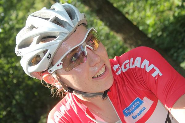 Our sincere condolences to friends, family of 20-year-old Dutch MTB racer Annefleur Kalvenhaar http://t.co/Ci8d7r0YYk http://t.co/afylrUoyJq