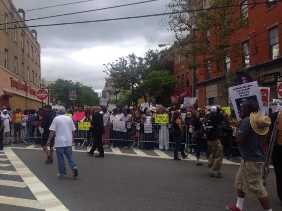 Large crowd gathering for #EricGarner rally http://t.co/31aNLmkTZm