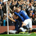 RT @BBCSport: HT Everton 2-0 Arsenal. Coleman and Naismith give #efc advantage http://t.co/SfmIDvQLTz #EVEARS http://t.co/aXFuIywJMz