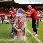 RT @HoltChris: WATCH Sheffield Uniteds Chris Morgan takes ice bucket challenge @sheffieldstar http://t.co/WlfbbQlffv #twitterblades http://t.co/iGnZrsE3S7