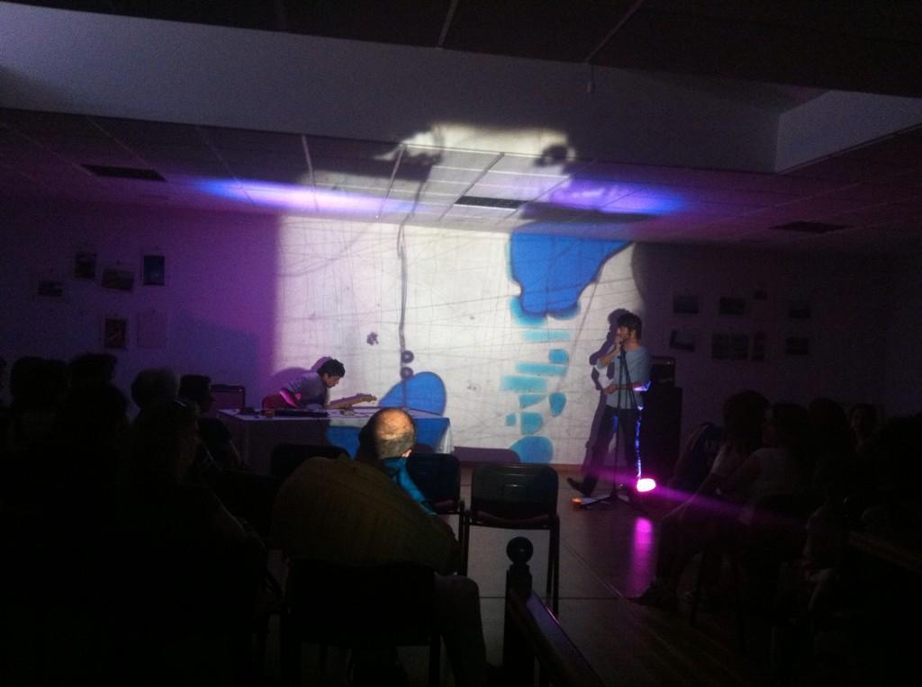 Momento del concierto de hoy #liquidlightshow #musica y #poesia http://t.co/4qoI6HpBRT