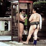 Lutteurs Sumo photographiés par Andri Pol http://t.co/hNIa7ABNpE  #histoire