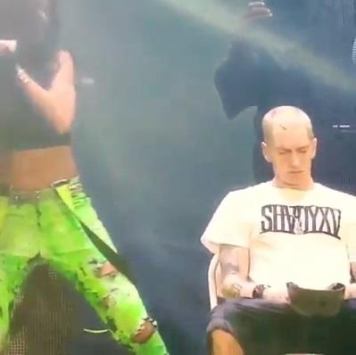 OMFG HE WAS CLOSING HIS EYES #Eminem #TEAMSHADY http://t.co/jYkaYhTWyR