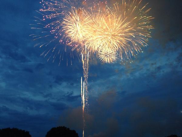 昨日も応援ありがとうございました。 調布の花火大会を満喫しています! http://t.co/Xy6Gfg8OUC