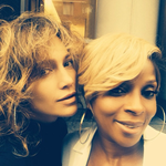 You never know who's gonna drive by when u just hanging out on the stoop… @maryjblige #ILoveNY #bronxgirls http://t.co/L7jY3boIkp