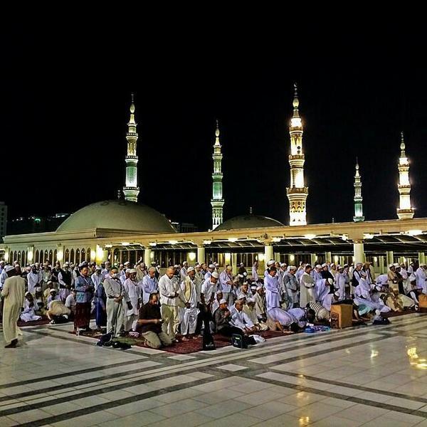 RT @Masjd4884: اللهُم صلِّ وسلم على نبينا مُحمَد #صور_المسجد_النبوي http://t.co/2SP0ODnF8h