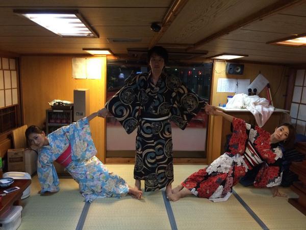 父の還暦祝いに、眞鍋3兄弟で組み体操 http://t.co/Y6OlsHwtXv