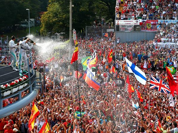 The magic of the Monza podium... #SuperSpecial http://t.co/HYNeIUXdBd