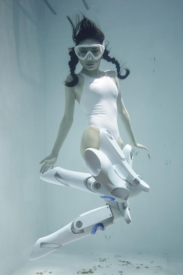 圧倒的にツボすぎてやばい…!(´;ω;`)なんて素敵な水中専用ニーソ!!!RT @manabukoga: 新刊「水中ニーソプラス」より。水中専用ニーソだよ!http://t.co/5ZaoMV1Th4 http://t.co/u0bwsbAWja