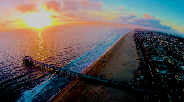 Mb from the air RT @SorryImFromCali: Shout out to Manhattan Beach http://t.co/2nBAyuC7Ku