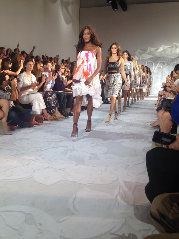 Guest starring : Naomi Campbell @DVF http://t.co/wpYweMjJRx