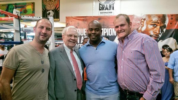 Meeting Uncle Warren @warrenbuffett with @ssigsbee @yakovstake at @FloydMayweather gym http://t.co/uub3Thltyz