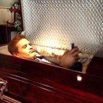 RT @EI_Acertijo: Cuando ya te moriste y al fin te contestan en WhatsApp. http://t.co/TzKmCN4HYR
