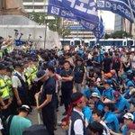 """투쟁은 투쟁답게! """"@richjang: 서울에선 매일 이렇게 경찰과 대치하는 상황이 발생하고 있다는걸, 지방사시는 분들은 알까? 지금 광화문에서 경찰과 금속노조 집회참가자들 연좌중임. #횃불 http://t.co/TMhJoKAeBl"""""""