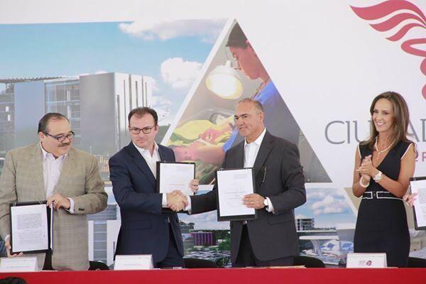 Grs al Secretario @LVidegaray por apoyar la creación de la Ciudad de la Salud en Querétaro. Innovación y Progreso. http://t.co/RlN9qQ4M4Q