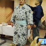 <力士健康診断>本日、国技館にて健康診断が行われました。身長測定をする遠藤。#sumo http://t.co/k9Eb7aV5gS
