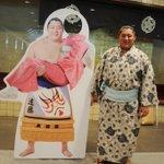 """2ショ撮る!""""@sumokyokai: <力士健康診断>お姫様抱っこパネル「髷バージョン」のお披露目。九月場所中、国技館内に設置いたします。http://t.co/Sy0YGxRrVy #sumo http://t.co/uVA81s0VC9"""""""
