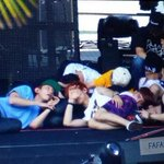 RT @OSHxciv: Just a normal photo of EXO sleeping/resting after rehearsals... But then I looked closely. ???? http://t.co/sTmnKq0BB8
