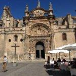 Así luce hoy #ElPuerto, en concreto, la Plaza de España y la Iglesia Mayor Prioral cc/ @TurismoElPuerto http://t.co/fgX8FUBpqd