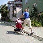 Lift sepeda bisa juga buat stroller pak, sangat bermanfaat kayanya dan mungkin bisa dicoba :) @ridwankamil http://t.co/WeIqhBIhfn