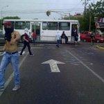 RT @Guarimba_Mbo: #Maracaibo: Estudiantes de la #URBE en protesta, presencia de grupo antimotin en el lugar #27A http://t.co/xK1lk1Pwqa