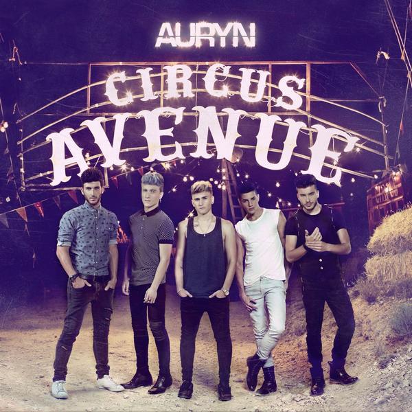 #NoticionAuryn   Aquí tenéis la portada de CIRCUS AVENUE. A la venta el 30 de Septiembre !! http://t.co/FMG4YnuZKS