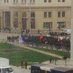 AHORA: Estudiantes marchan por la calzada sur de la Alameda, desde M. Rodríguez al oriente (vía @atenciolaura) http://t.co/0DxKZ9kXhd