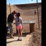 [VIDEO] Niña de 9 años mata por accidente a su instructor de tiro en EE.UU. http://t.co/xqkAbWpasf http://t.co/plWy2VthXo