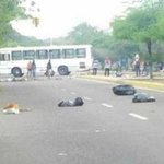 RT @globovision: Estudiantes de la Urbe protestan contra el sistema biométrico http://t.co/U8hyGxOC6z http://t.co/wjFfZavFG2