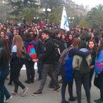 Alumnos de colegios emblemáticos marchan por la Alameda en protesta por ranking de notas. http://t.co/ykVk38WnG7
