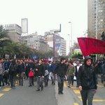 Tránsito se encuentra suspendido en calzada sur de la Alameda por marcha de alumnos de colegios emblemáticos http://t.co/qoNhpbIn0r